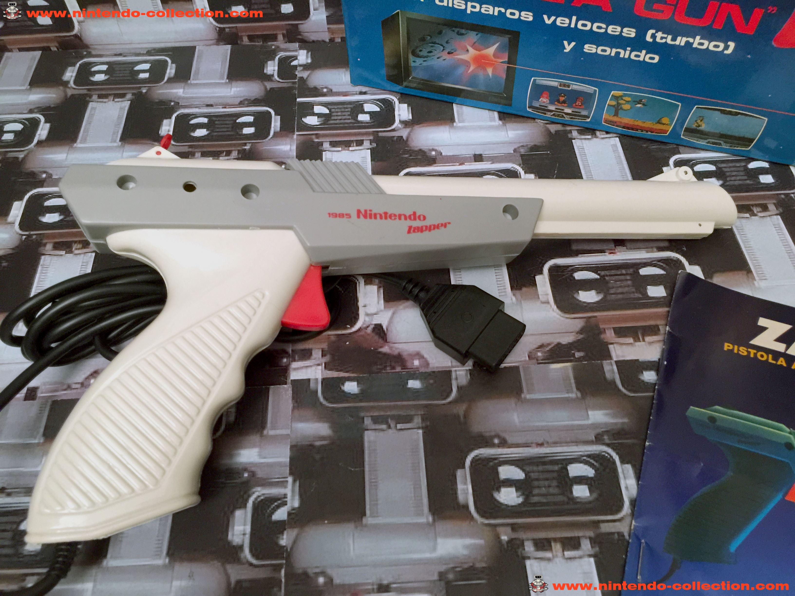 www.nintendo-collection.com - Nintendo NES Zapper Grey White Gris Blanc Venezuelian Version Venezuel