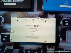 www.nintendo-collection.com - DSi Factice Non-Working Unit Blanche White