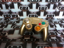 www.nintendo-collection.com - Gamecube controler manette starlight gold or