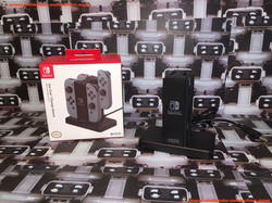 www.nintendo-collection.com - Nintendo Switch Hori Joy-Con Charger Stand socle de charge
