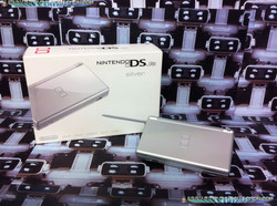 www.nintendo-collection.com - Ds Lite silver