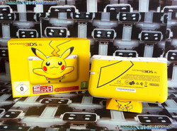 www.nintendo-collection.com - Nintendo 3DS XL Pikachu Limited Edition Back