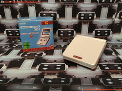 www.nintendo-collection.com - Gameboy Advance GBA SP Famicom Color Limited Edition Japan Japanese Ja