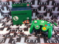 www.nintendo-collection.com - Gamecube controller manette luigi club nintendo