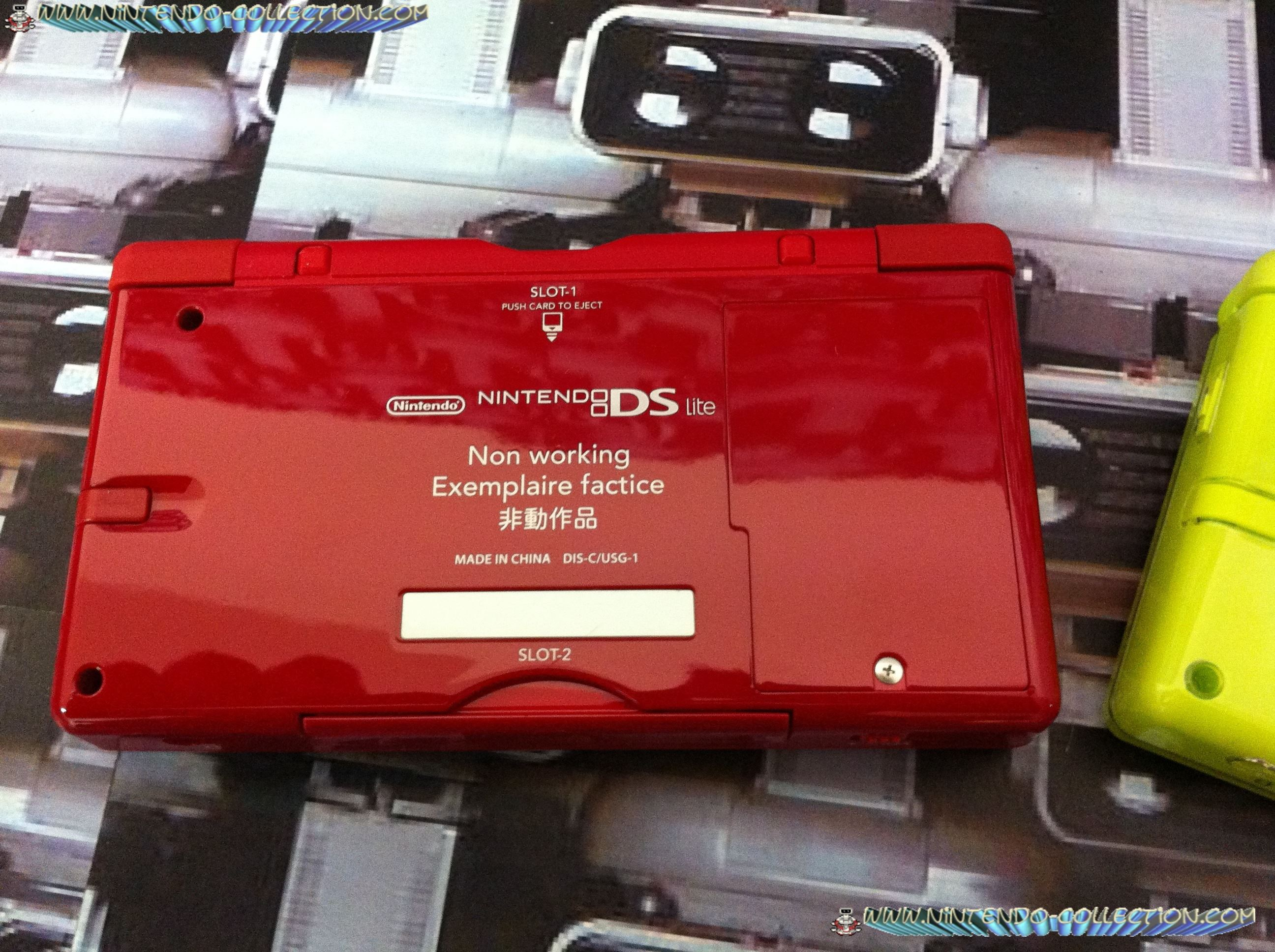 www.nintendo-collection.com - DS Lite Factice Non-working Unit Rouge Red