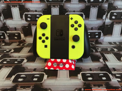 www.nintendo-collection.com - Nintendo Switch Joy-Con Pair Manette Neon Yellow Fluo - 02