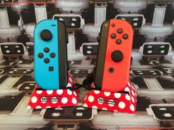 www.nintendo-collection.com - Nintendo Switch Joy-Con Pair Manette Neon Red Rouge Neon Blue Bleu  -