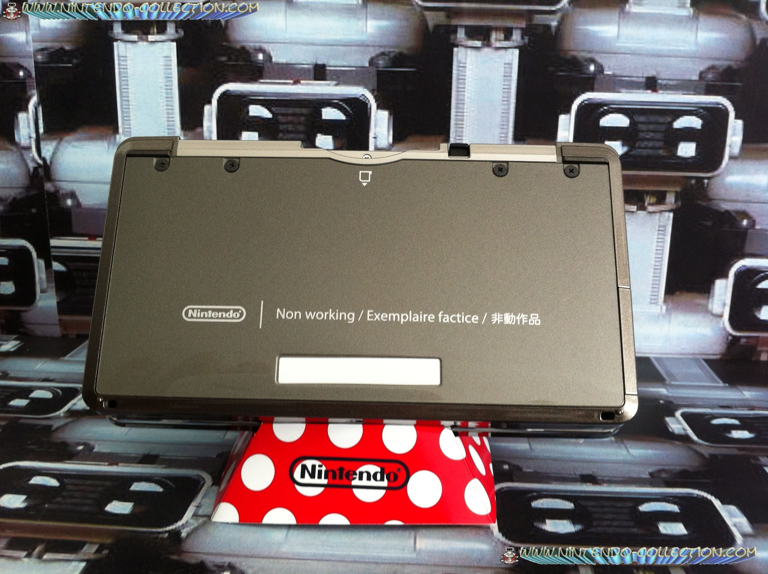 www.Nintendo-Collection.com - Nintendo 3DS Como Black Non Working Unit Demo Store display Factice -