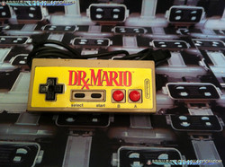 www.nintendo-collection.com - NES Controller + Dr Mario Skin - Manette NES + DR Mario autocollant