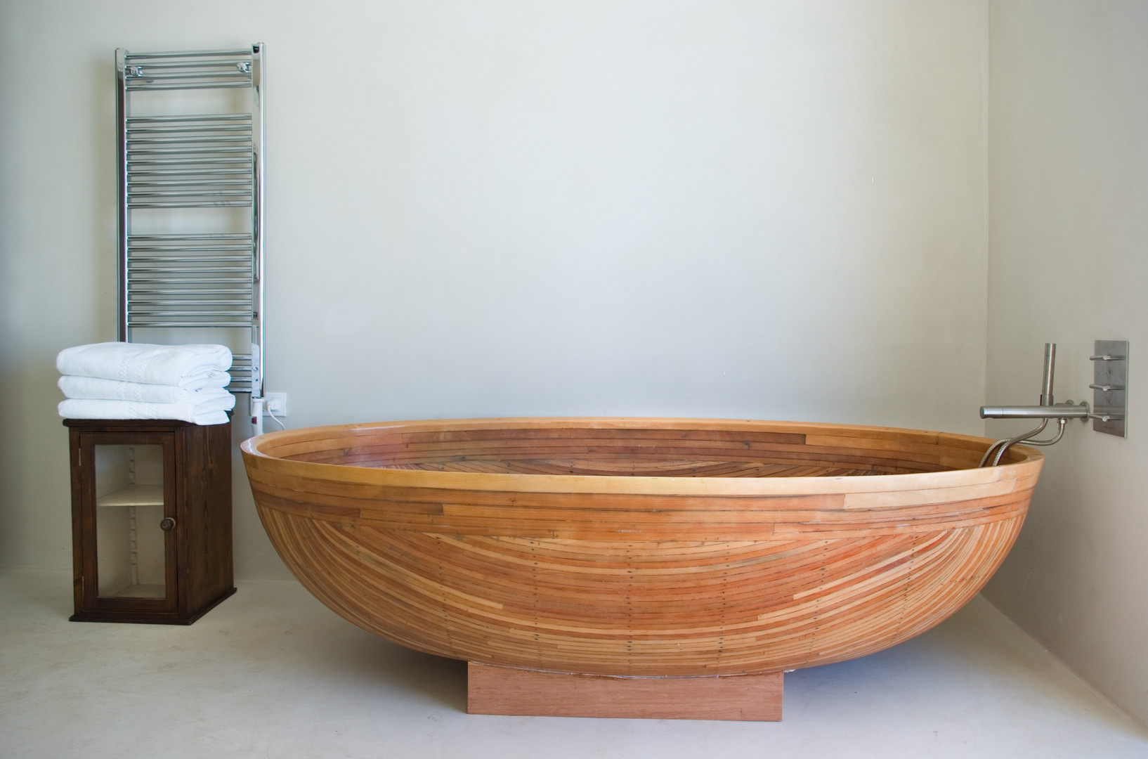 N CANOE BATHTUB.JPG