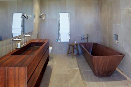 José_Ignacio_main_bathroom.jpg