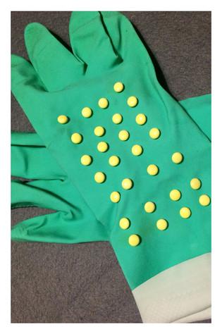 Kitchen gloves with valerian pills