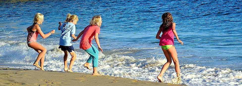 beach girls.webp