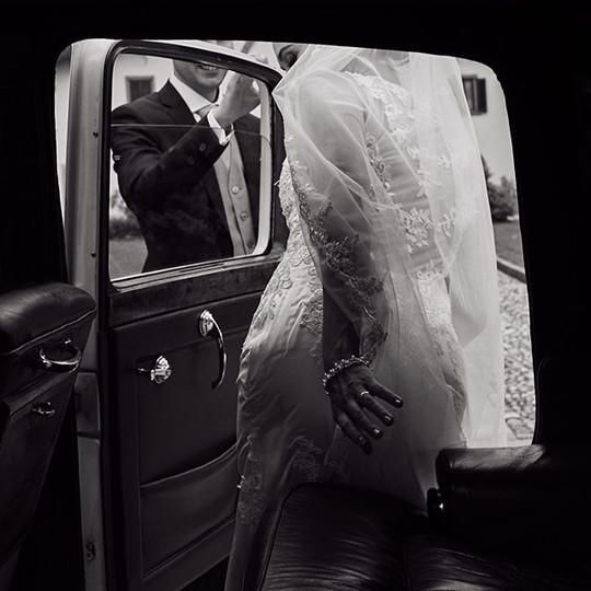 I love shooting weddings. Searching new