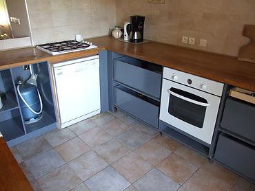 µPetits fours keuken met afwasmachine,oven,koelkast en gasplaat