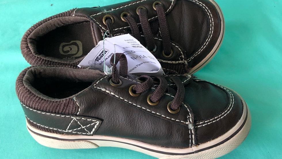 Little kid size 8, children's Place brown shoes