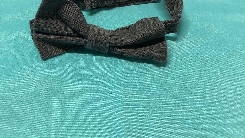 Size 3, gray Velcro bowtie