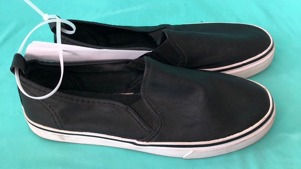 Big kid size 7, divided black sneakers