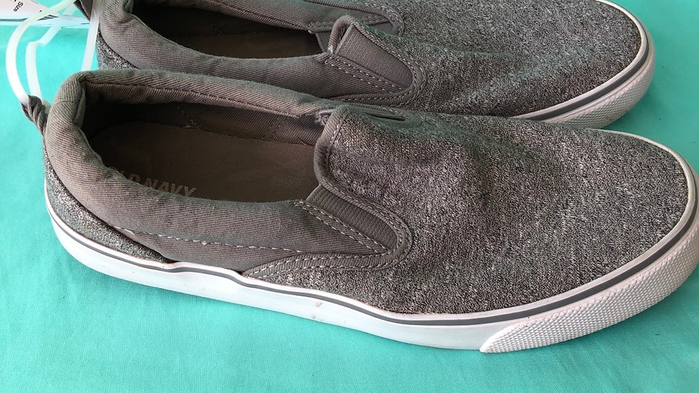 Big kid size 6, Old Navy sneakers gray