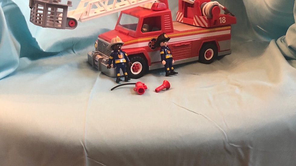 Play Mobile rescue firetruck ladder makes noise comes with two guys