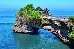 Tanah Lot, Batu Bolong, Bali.jpg
