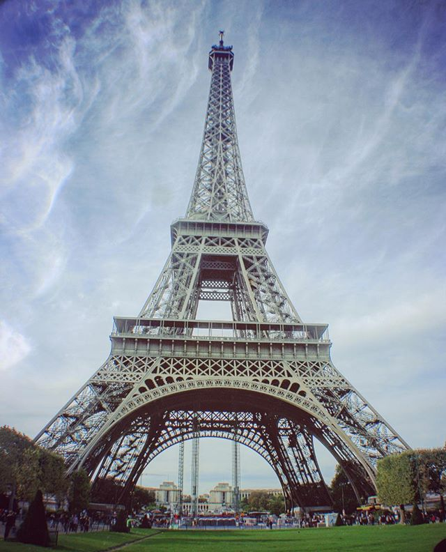 Happy Hump Day! #traveltheworld #paris #effieltower #wanderlust #wanderyall #wanderparis #pariswalks