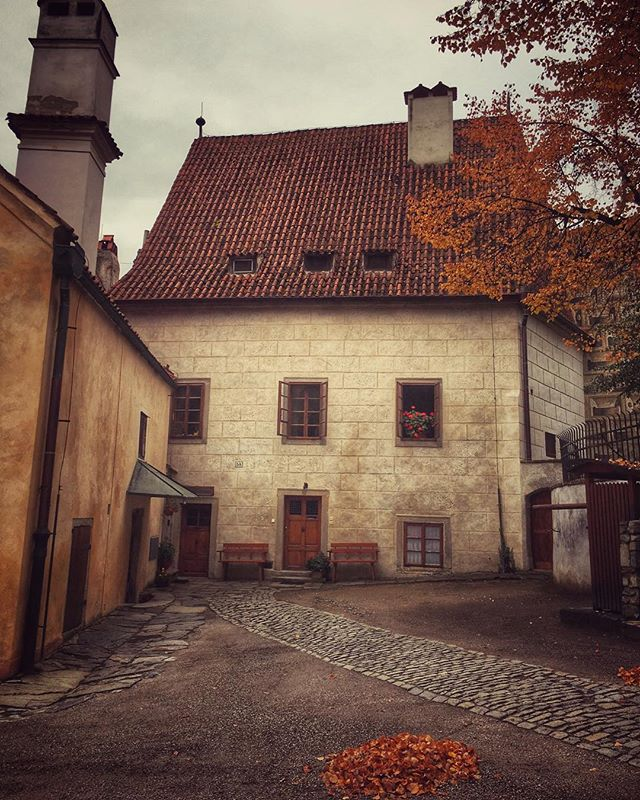 Happy Monday & Happy Fall #europe2015 #autumn #europe #fall #travel #explore #ceskykrumlov #czechrep