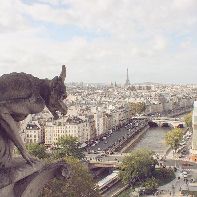 Y'all, this is one of my favorite photographs I've taken of Paris and also one of my favorite spots
