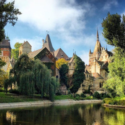 HAPPY FRIDAY! Here's a castle in Budapest._Vajdahunyad castle- is a castle in the City Park of Budap