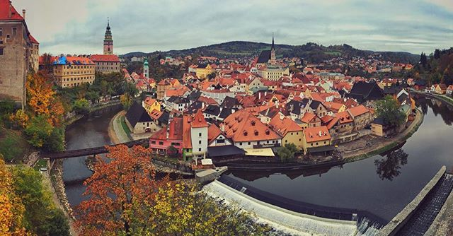 I'm dreaming of #autumn and wish I could be back in #ceskykrumlov #czechrepublic #czech #storybook #