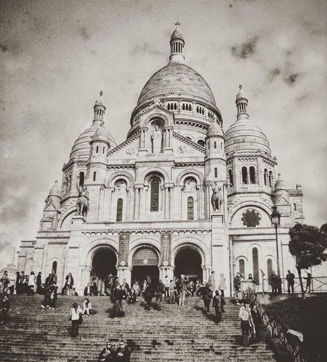 Happy Saturday Y'all! Wander On! #traveltheworld #montmartre #sacrecoeur #paris #france #travelblog