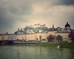 It was gloomy and drizzling when we hiked from the #salzburg train station to our hotel that day