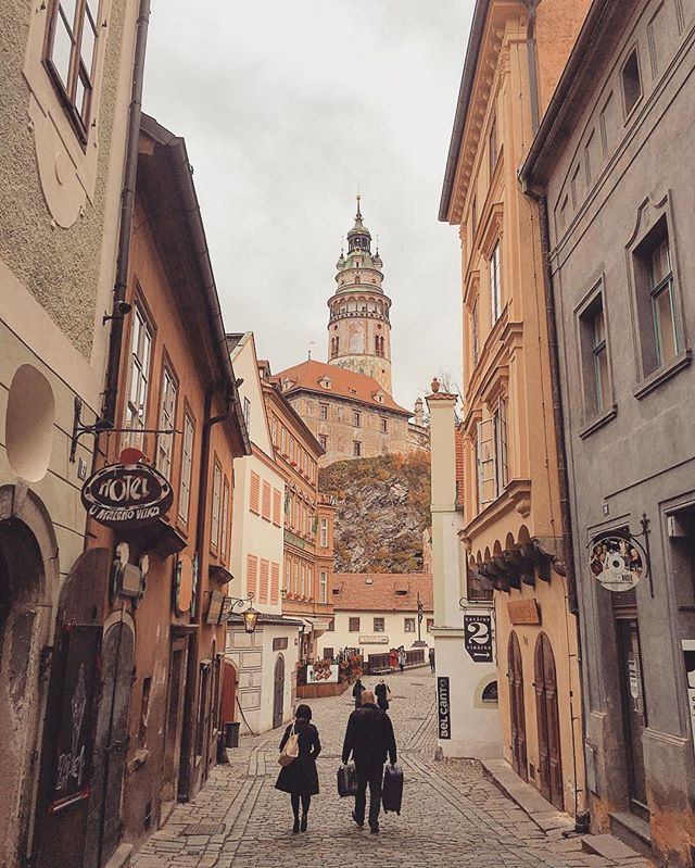 Walking the lanes of #ceskykrumlov #czechrepublic #czech🇨🇿 #czechtravel #czechbackcountry #travel