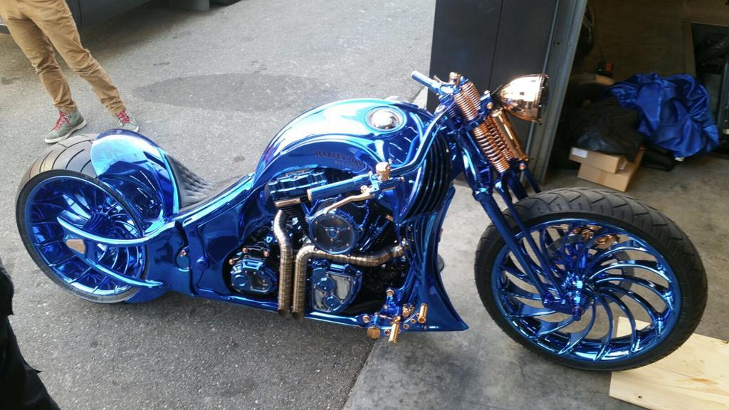Harley in Chromlack blau