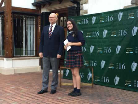 El embajador de Irlanda le entregó la Admiral Brown Cup a Maia Expósito