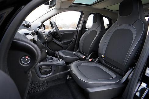 Interior del coche de deportes