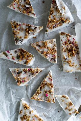 quinette - yogurt bark - quinoa granola1