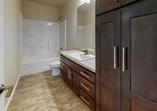 4850-38th-Ave-N-Bathroom(2).jpg