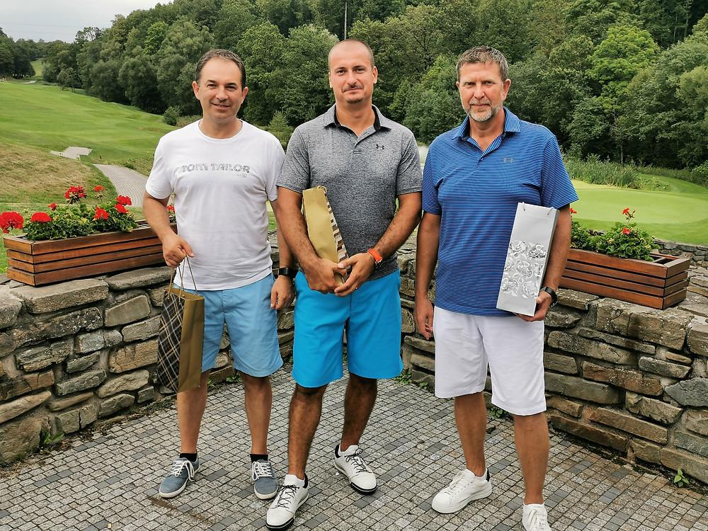 Víťaz 5.kola golfovej túry P.Ž.G.K. OK GYN GOLF CUP Martin S. pred Dušanom K. a Martinom P.