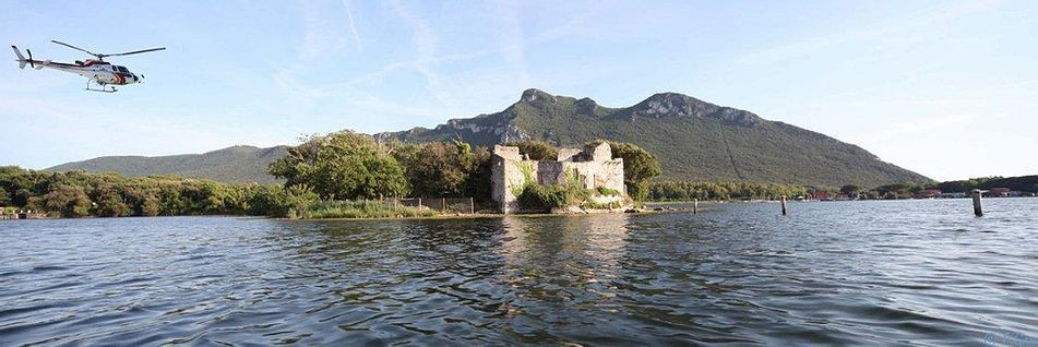 Озеро Паола - единственное частное озеро в Италии. Принадлежит семье Скалфати.