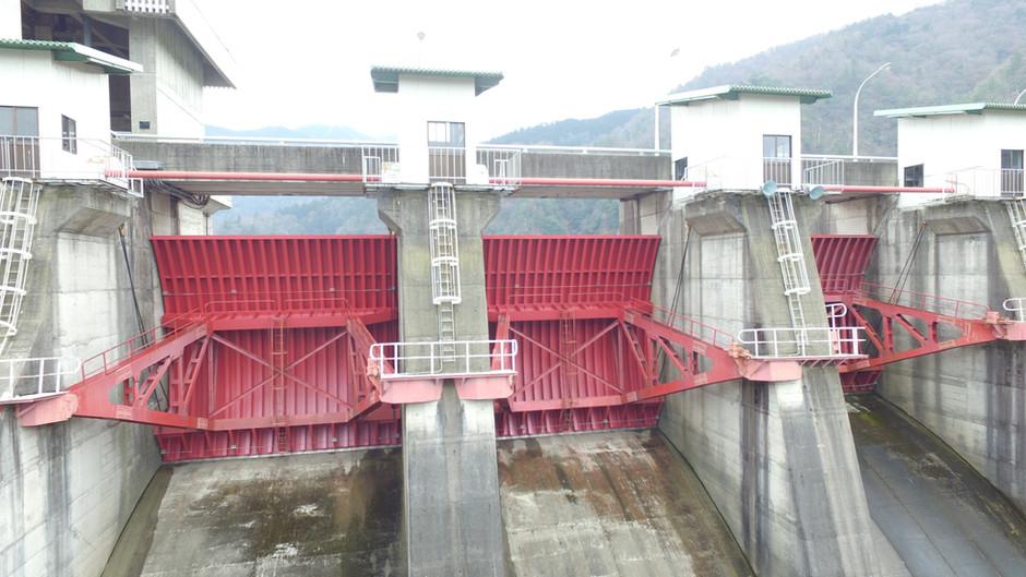 永源寺ダム洪水吐ゲート