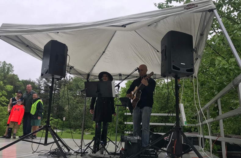 Neal Petti and Tinamarie - This Side Up performing