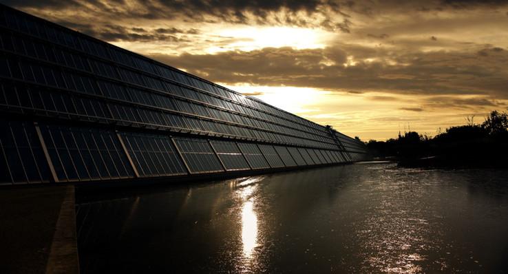 太 陽 能 架