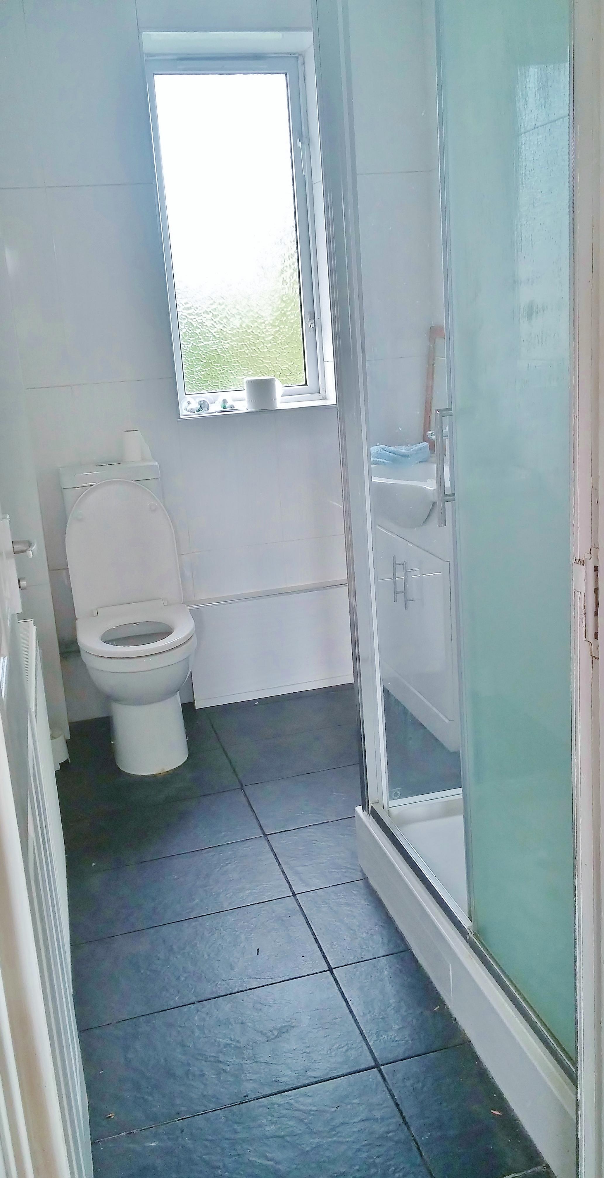 toilet shower Fairford Gdns