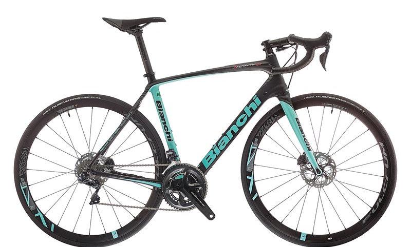Bianchi Infinito CV Carbon mit Ultergra Di2 und hydraulischen Scheibenbremsen