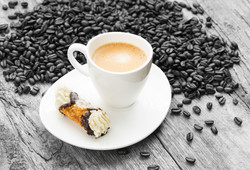 Espresso mit Canolo