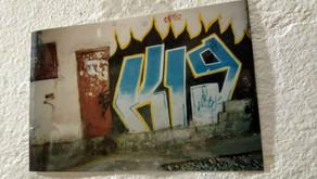 Граффити на 11-ой линии Васьки в 2002 г.