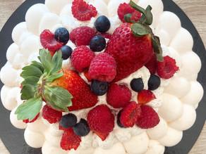 Pavlova vanille fruits rouges.