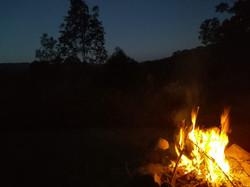 'S nachts bij het vuur
