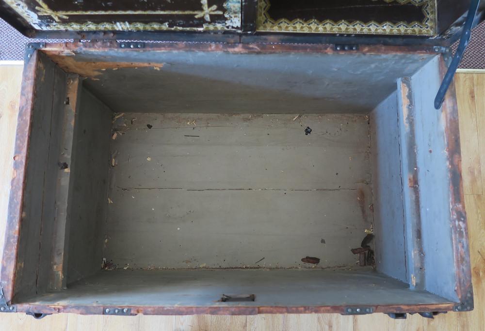 Base storage compartment, Saratoga (Dome) Trunk